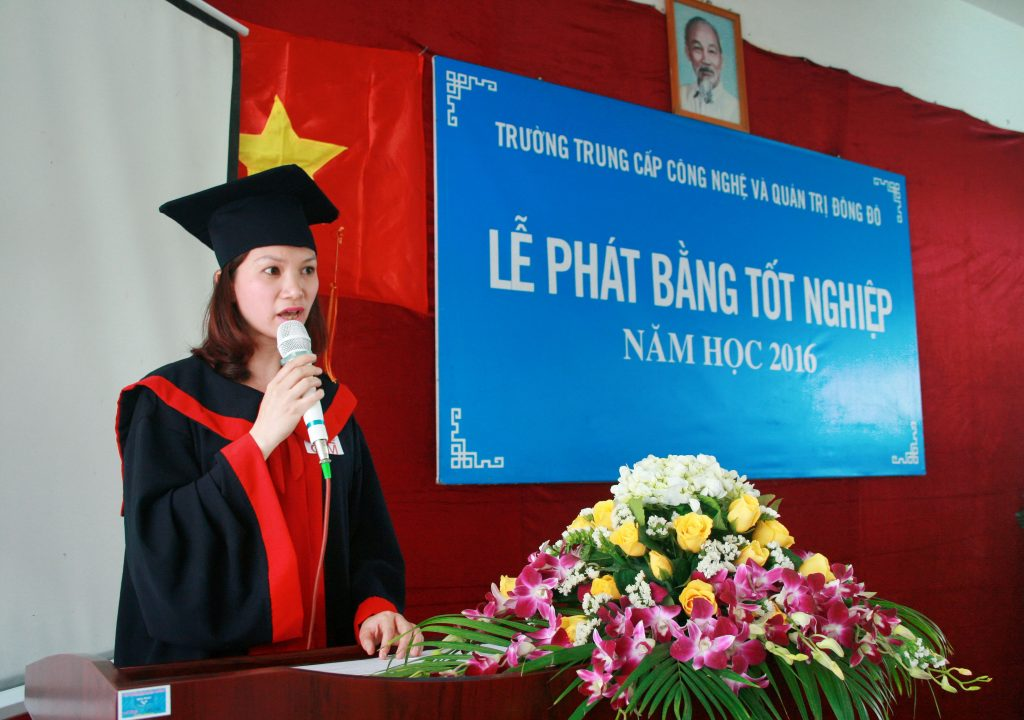 sinh-vien-phat-bieu-tai-le-tot-nghiep-dot-2-nam2016-truong-trung-cao-cong-nghe-va-quan-tri-dong-do