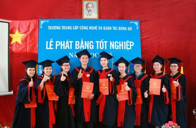 Hình ảnh lễ tốt nghiệp trường Trung cấp Công nghệ và Quản trị Đông Đô - Tuyển sinh Đông Đô