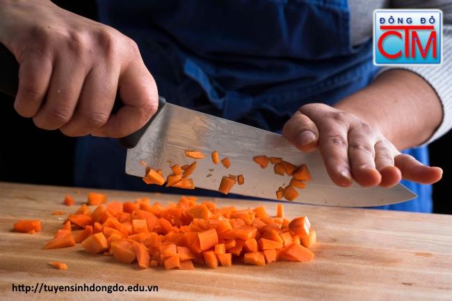 bước khởi đầu trên con đường nghề bếp rất quan trọng với người học nấu ăn - Trung cấp Đông Đô - Tuyển sinh Đông Đô