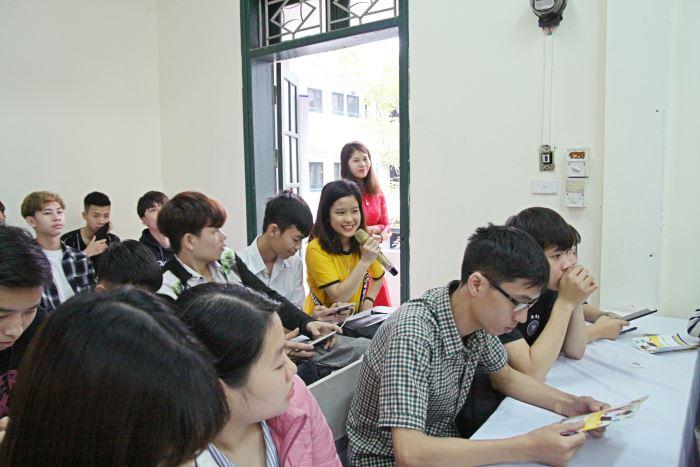 giao lưu hỏi đáp với sinh viên và khách mời tại hội thảo Du học Úc vừa học vừa làm