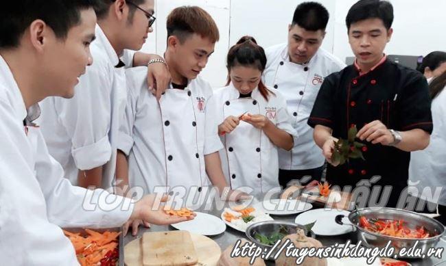 hình ảnh lớp trung cấp nấu ăn trường Trung cấp Đông Đô