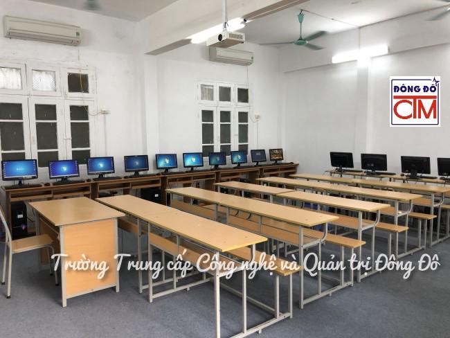 ảnh phòng máy tính 1 trường Trung cấp Công nghệ và Quản trị Đông Đô